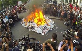 marcha-por-ayotzinapa-termina-en-choque-entre-granaderos-y-embozados