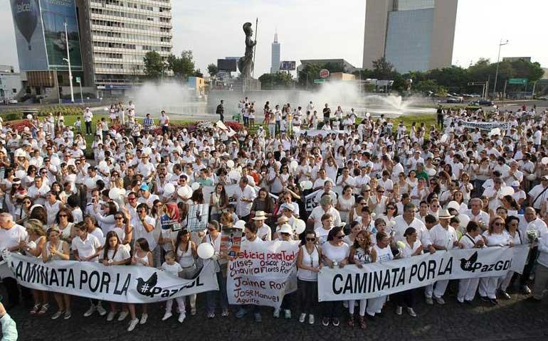 miles-de-personas-marchan-por-la-paz-en-guadalajara