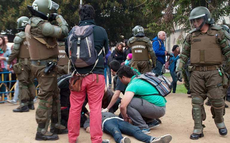 mueren-dos-jovenes-durante-marcha-estudiantil-en-chile