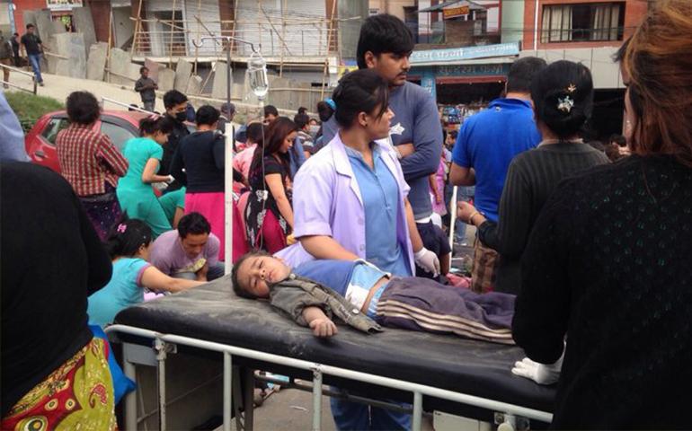 numero-de-muertos-por-el-terremoto-de-nepal-superan-los-7500