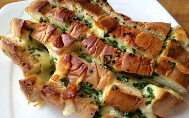 pan-relleno-de-queso-mozzarella-y-cebollin