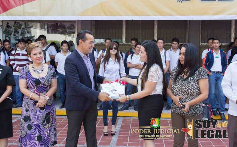 reciben-estudiantes-del-conalep-tepic-orientacion-preventiva-soy-legal