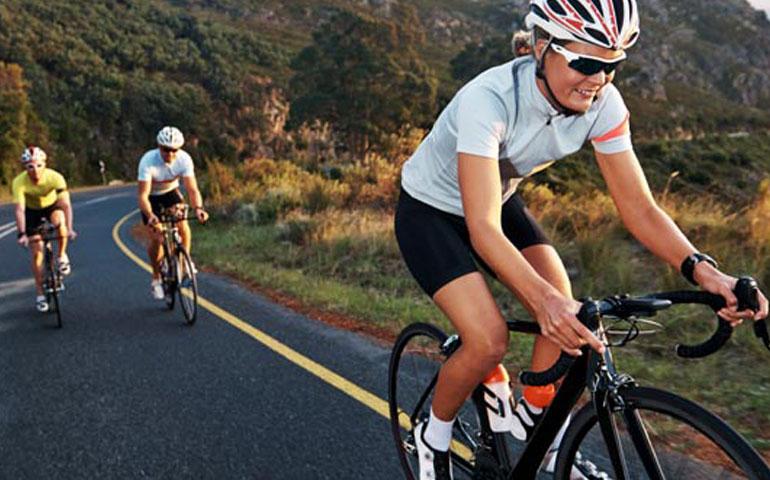 rutina-de-ejercicio-para-bajar-de-peso-en-bicicleta
