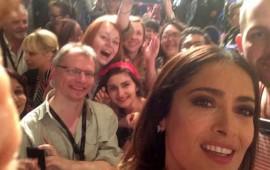 salma-hayek-asegura-que-se-despide-de-las-selfies