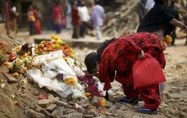 termina-luto-en-nepal-por-los-mas-de-ocho-mil-muertos-que-dejo-sismo
