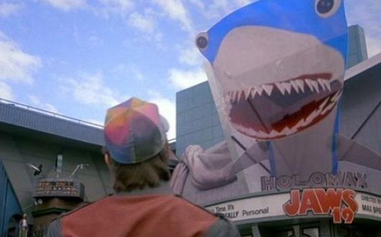 tiburon-si-estara-en-cartelera-para-la-llegada-al-2015-de-marty-mcfly-en-volver-al-futuro