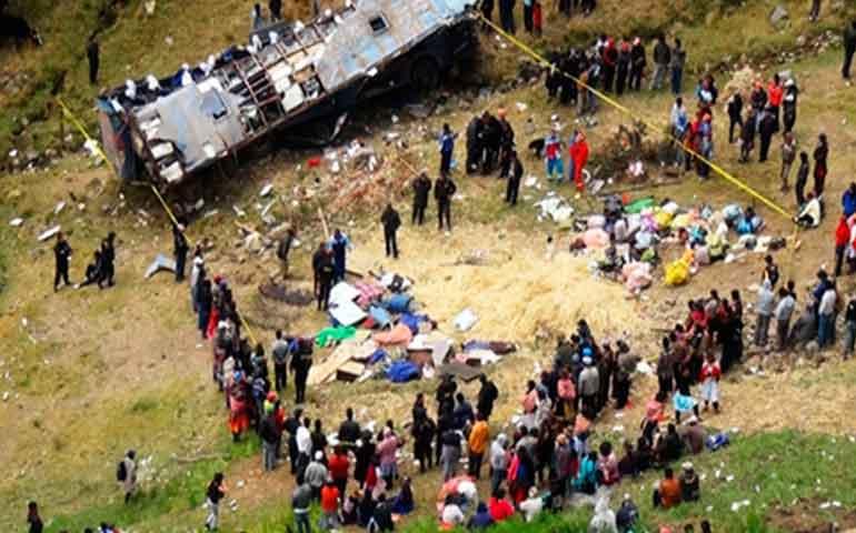al-menos-17-muertos-la-mayoria-ninos-en-accidente-de-autobus-en-peru
