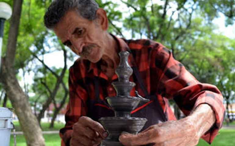 artesanos-expresan-preocupacion-por-el-bajo-costo-de-sus-productos