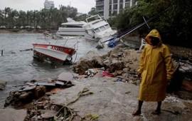 carlos-recobra-fuerza-como-huracan-categoria-i