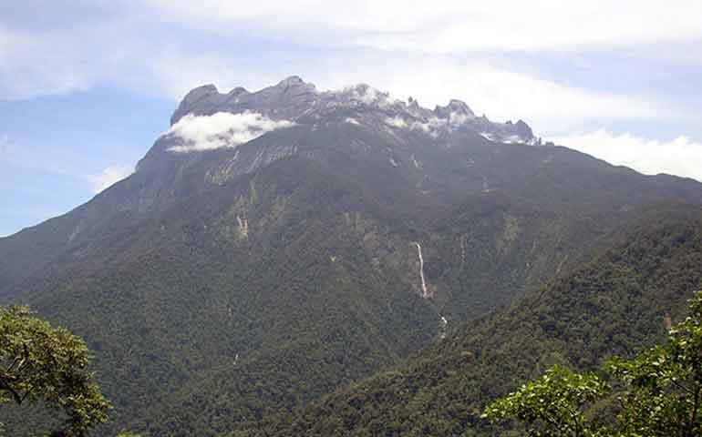 casi-200-montanistas-se-quedan-atrapados-tras-sismo-en-malasia