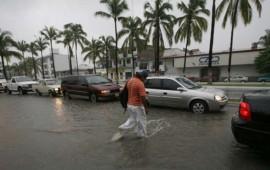 cierran-puerto-vallarta-por-huracan-carlos