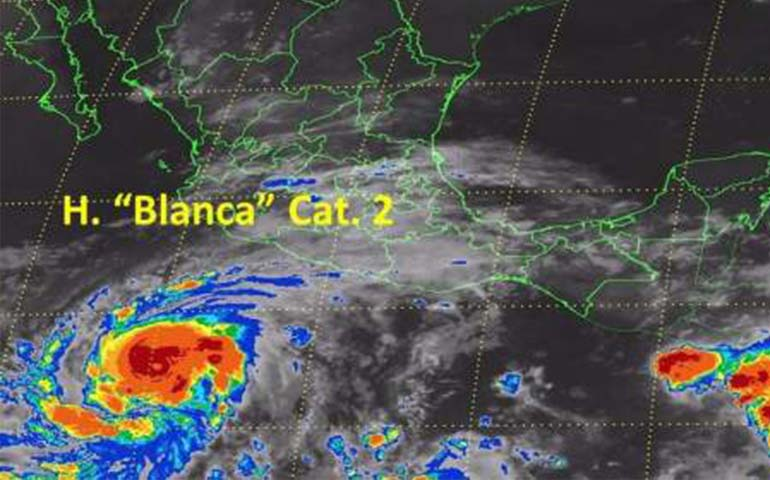 huracan-blanca-se-debilita-a-categoria-2huracan-blanca-se-debilita-a-categoria-2