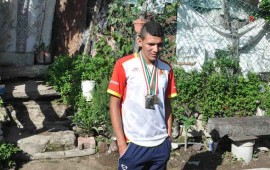 joven-atleta-busca-apoyo