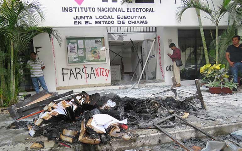 maestros-de-chiapas-causan-destrozos-en-el-ine-y-toman-gasolineras