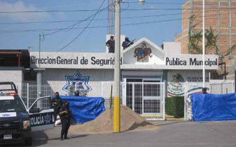 sujetos-armados-atacan-cuartel-de-la-policia-de-ojuelos
