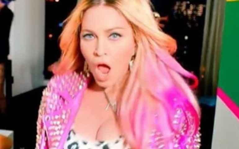 video-beso-lesbico-twerking-y-divas-del-pop-en-nuevo-video-de-madonna