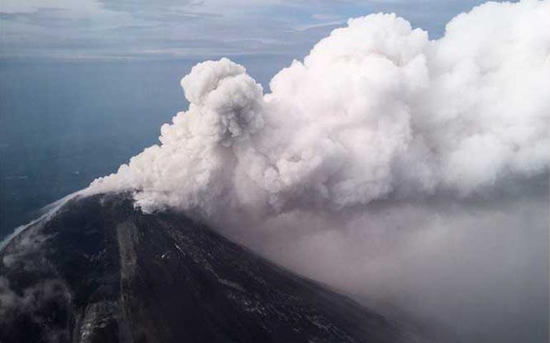 alerta-en-volcan-de-colima-por-fumarola-con-ceniza