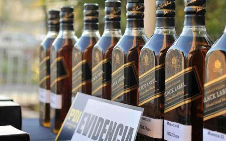 aseguran-mas-de-336-mil-litros-de-bebidas-ilegales-en-puerto-vallarta-y-cancun