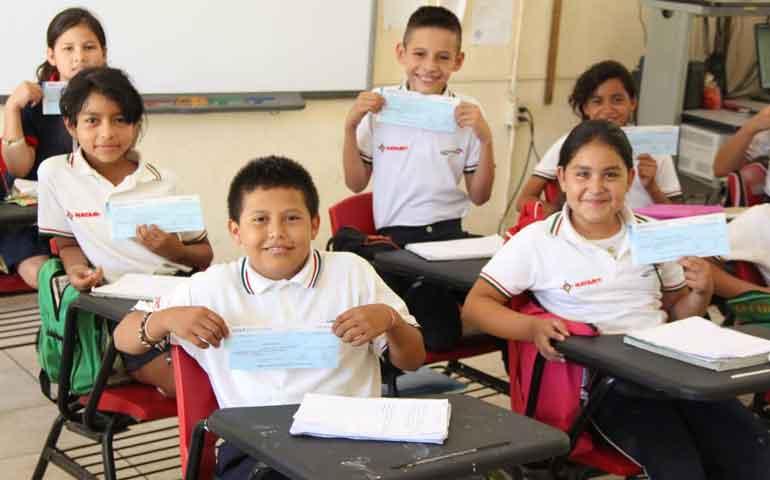 culmina-gobierno-la-entrega-de-becas-escolares
