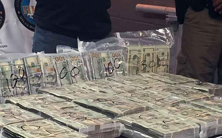 detienen-a-mexicanos-con-90-mil-dolares-en-panama