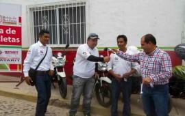 entrega-jose-gomez-cuatro-motocicletas-a-oromapas