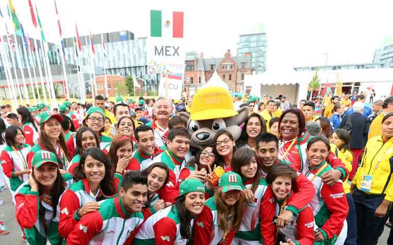 izan-bandera-de-mexico-en-toronto