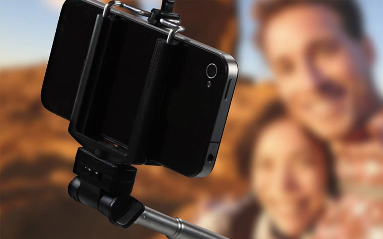 le-cae-un-rayo-mientras-usaba-el-selfie-stick