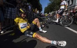lider-del-tour-de-francia-se-cae-y-se-fractura-la-clavicula