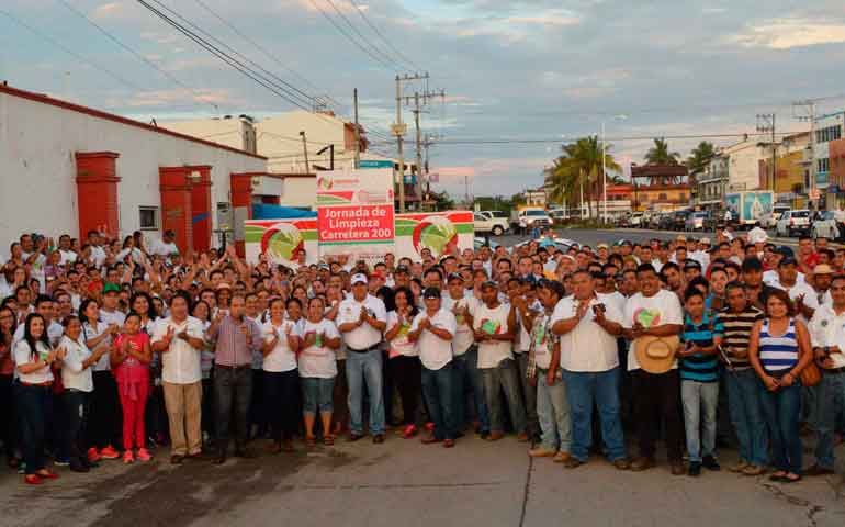 mas-de-500-trabajadores-limpiaron-la-carretera-federal-200