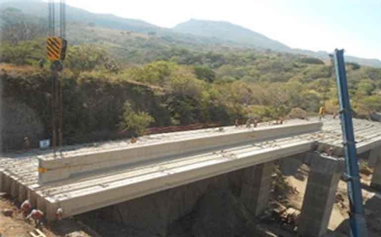 notables-avances-en-la-autopista-jala-bahia-de-banderas
