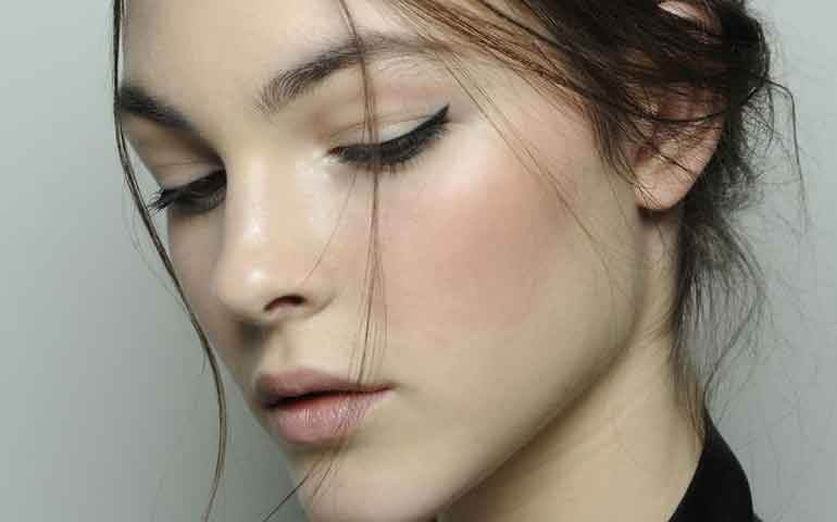 que-hacer-para-evitar-la-alergia-al-maquillaje