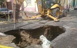 se-abre-socavon-de-6-metros-en-calle-de-guadalajara