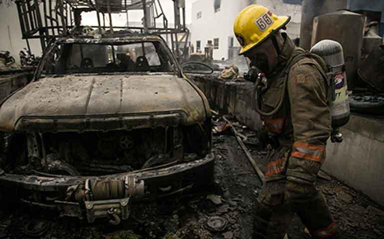 se-queman-14-vehiculos-bodega-y-archivo-de-la-pgr
