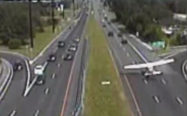 video-aterrizaje-de-emergencia-en-plena-autopista