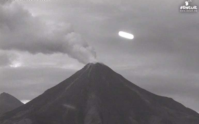 video-captan-ovni-rondando-el-volcan-de-colima