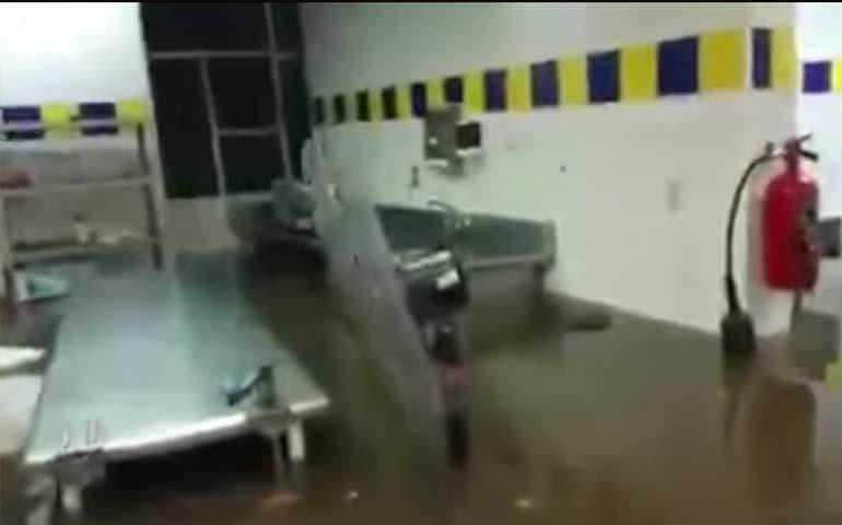 video-intensa-lluvia-inunda-hospital-del-imss-en-ciudad-obregon