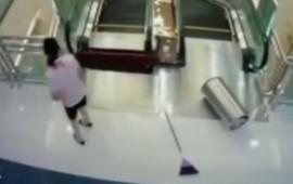 video-mujer-muere-tragada-por-escaleras-electricas