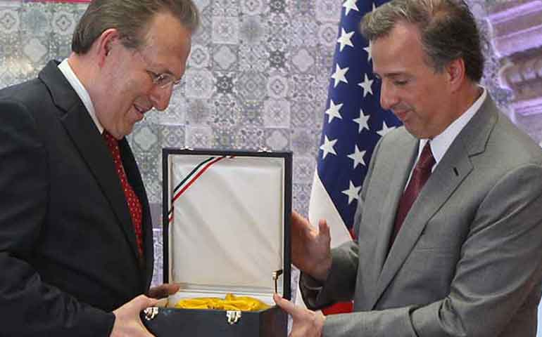 wayne-concluye-periodo-como-embajador-de-los-estados-unidos-en-mexico