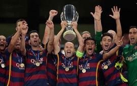 barcelona-levanta-la-supercopa-de-europa