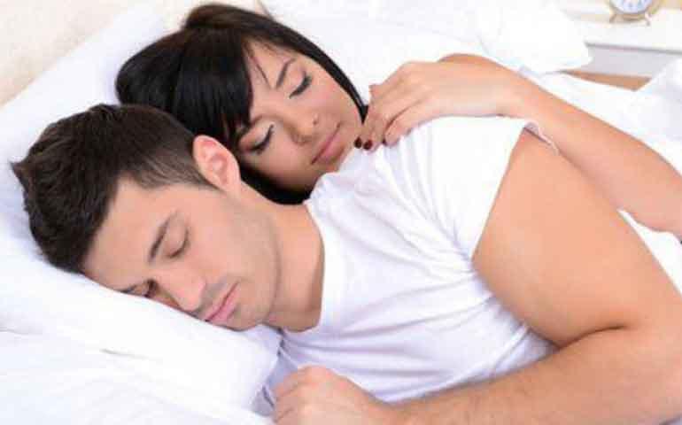beneficios-de-dormir-en-pareja