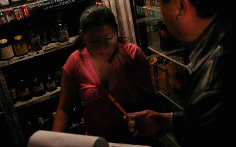 crean-linea-telefonica-para-denunciar-venta-de-alcohol-a-menores