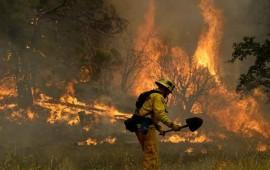 fuertes-incendios-en-california-consumen-siete-casas-moviles