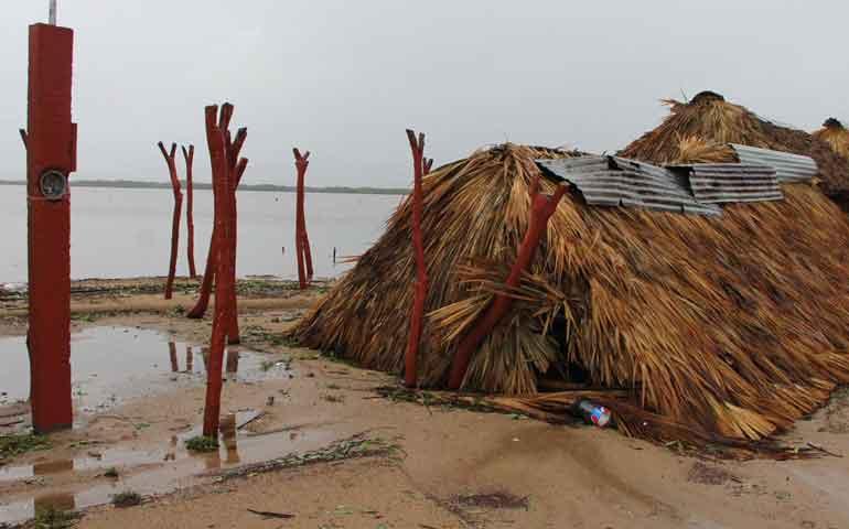 fuertes-vientos-destruyen-ramadas-en-playa-de-santiago-ixcuintla