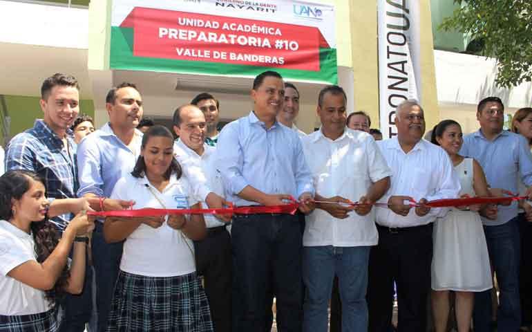 inaugura-gobernador-nuevo-edificio-de-la-prepa-10