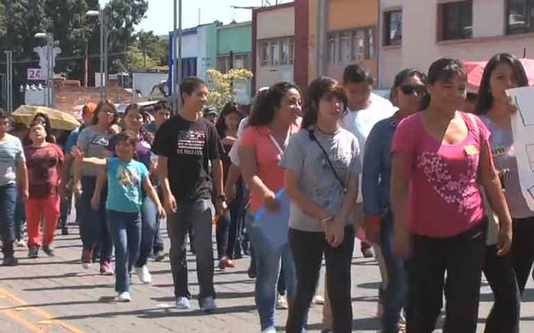 marchan-estudiantes-rechazados-en-tepic-piden-mas-espacios-en-escuelas