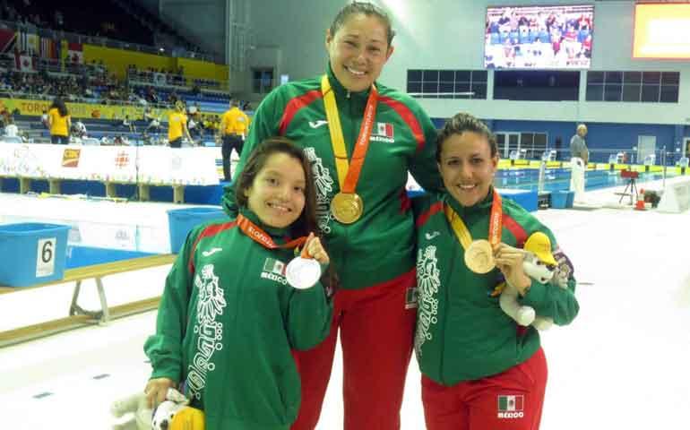 mexicanas-dominaron-la-piscina-en-toronto