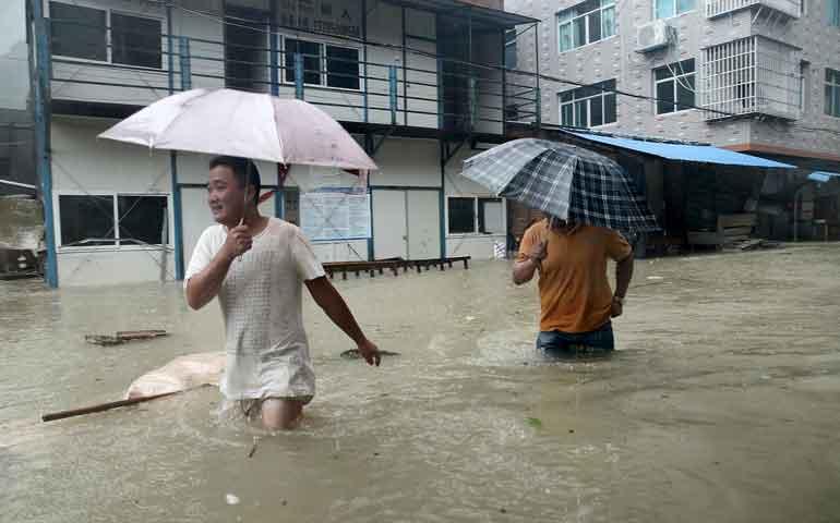 mueren-12-personas-en-china-por-paso-del-tifon-mas-potente-del-ano