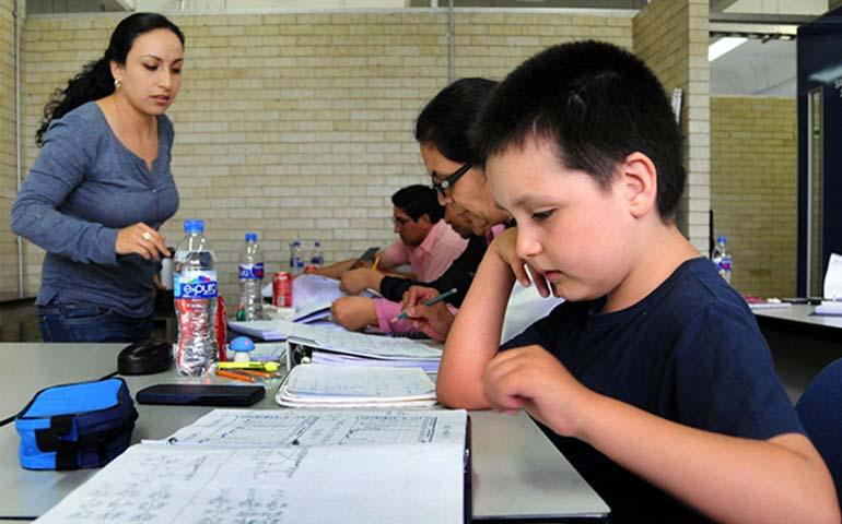nino-de-9-anos-cursa-diplomado-en-facultad-de-quimica-de-la-unam