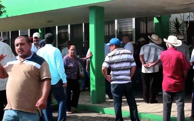 productores-de-aguacate-de-tepic-y-xalisco-se-manifiestan-en-sagarpa