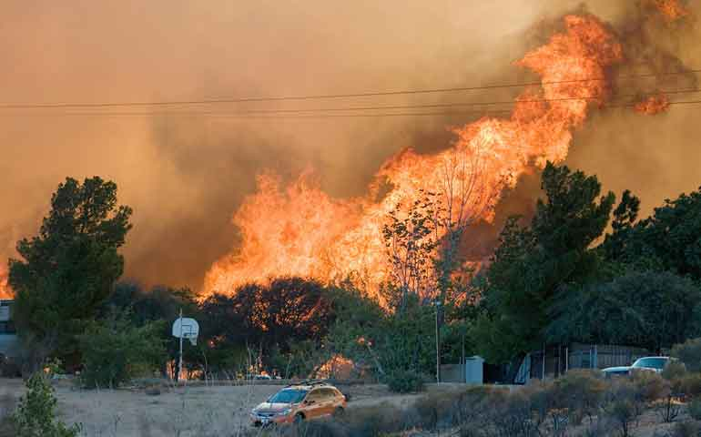 se-duplica-area-afectada-por-incontrolable-incendio-en-california
